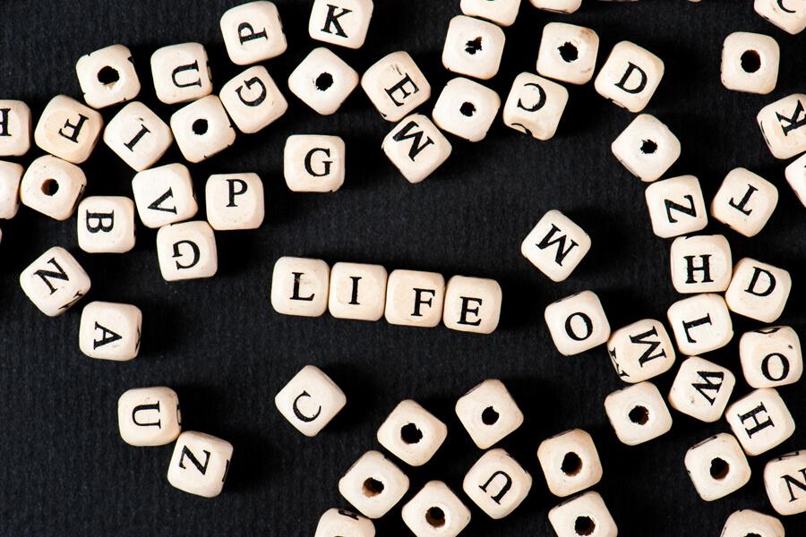 【Python】文字列を扱う上で覚えるべき7つの関数(変換,長さ,分割,連結,置換,削除,検索)